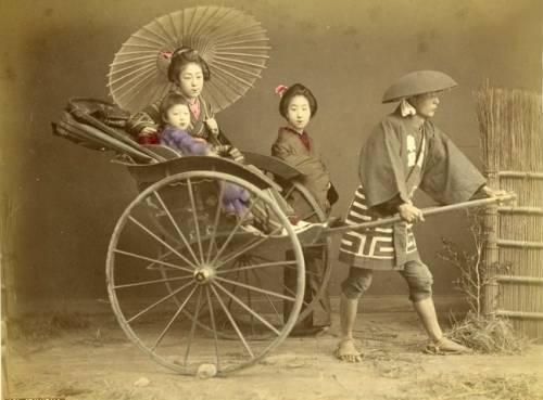 Япония 19 век рикша телега бочки